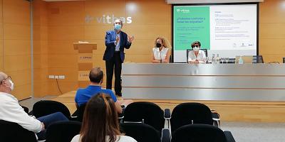 El Hospital Vithas Sevilla, en colaboración con el Ayuntamiento de Castilleja de la Cuesta, ha organizado un Aula Salud, coincidiendo con el Día Mundial de acción contra la Migraña que se celebró el domingo